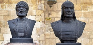 Mamluk Sultans Qutuz (L) and Baybars (R) from Egypt's Military History Museum ()