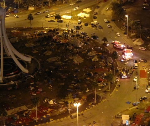 police_surrounding_5_ambulances_nearby_pearl_roundabout