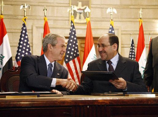 george_w-_bush_and_iraqi_pm_nuri_al-maliki-dec2008