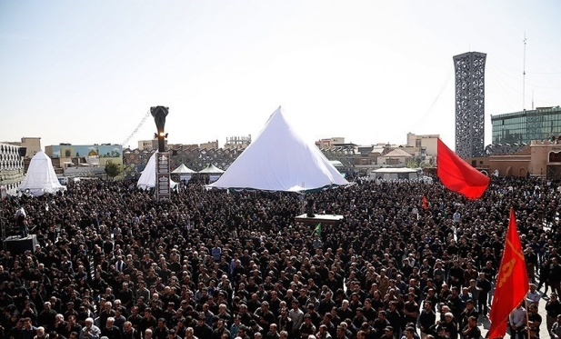 Ashura_2016_mourning_in_Imam_Hossein_Square,_Tehran_02