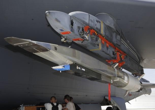 X-51A_Waverider_on_B-52_2009